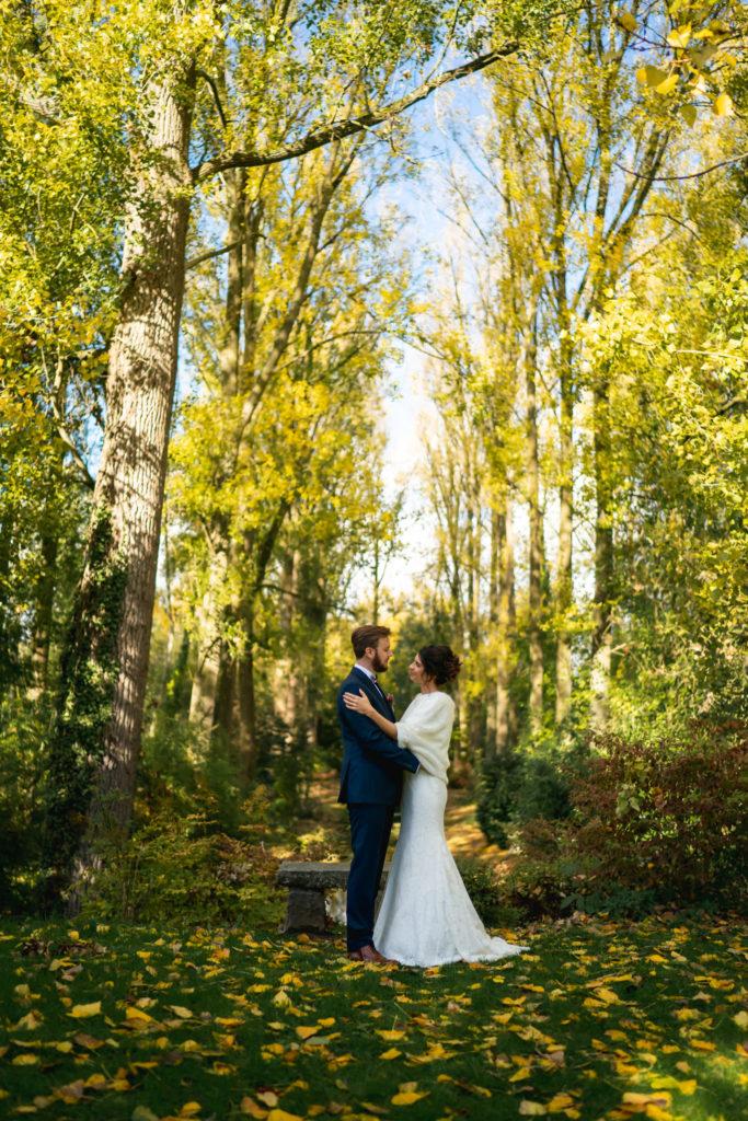 Emilie & Yannec dans le jardin de l'Abbaye de Nizelles